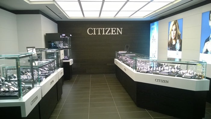 Last week I attended a party at the new Citizen Watch offices, and got to hang out with Kelly Clarkson and Eli Manning!