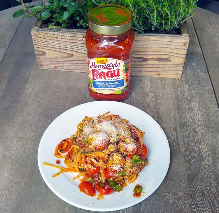 RAGÚ Homestyle spaghetti with sauteed vegetables ready to eat