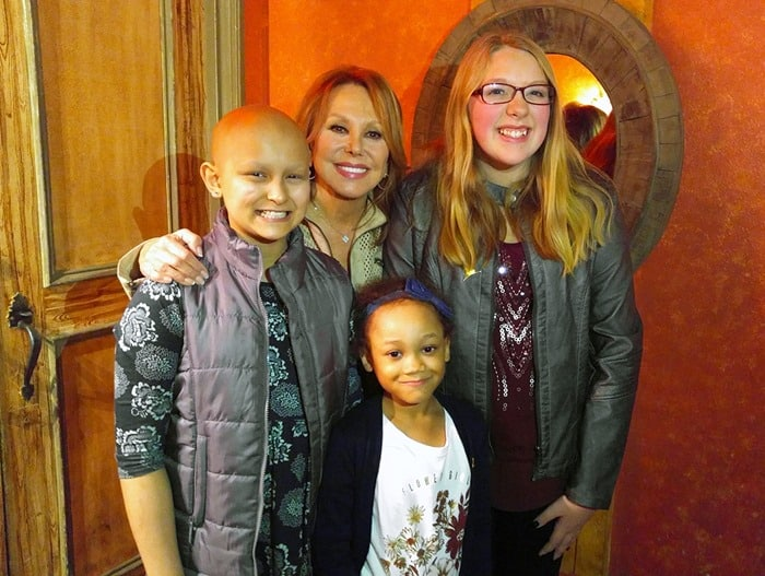 Marlo Thomas with St. Jude cancer patients Isabelle, Marleigh, and Ali