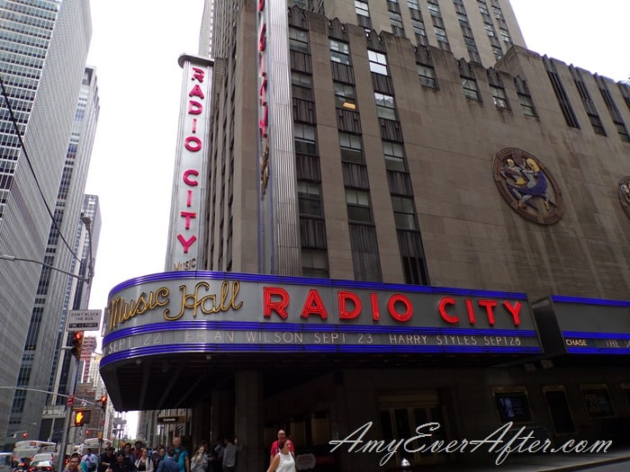 Kodak PIXPRO AZ401 Review -  Radio City Music Hall, NYC