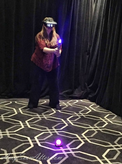 Star Wars Jedi Challenges - Amy Oztan trying out the game