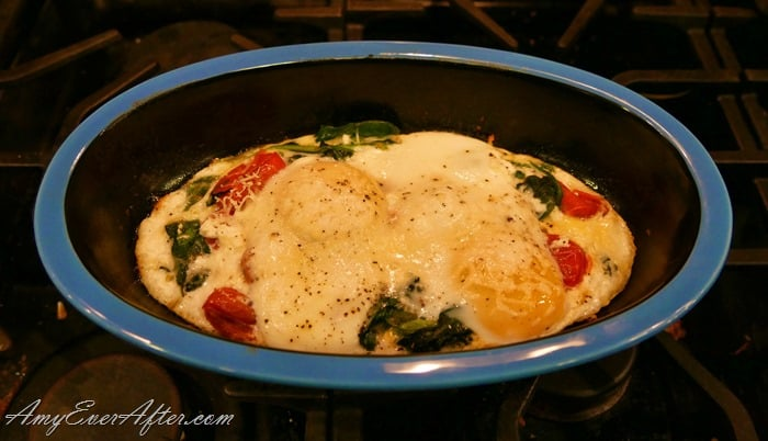 Baked Eggs with Cream and Vegetables