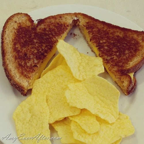 What you can eat on Weight Watchers Freestyle - grilled cheese and baked potato chips