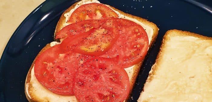 Tomato sandwich, open faced